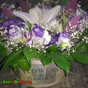 Аранжировка в кошница от красиви цветя